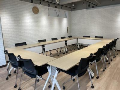 会議や打合せにピッタリ!自由にレイアウト変更できます。 - ルキナ仙川アネックス 貸しミーティングルームの室内の写真