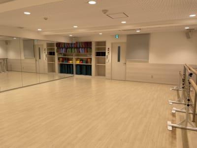 2面が鏡張りのきれいなスタジオです。 - ルキナ仙川アネックス レンタルスタジオの室内の写真