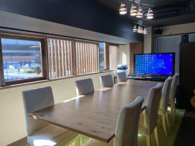 大きなテーブル - さぼり場 テーブル(貸し会議室)の室内の写真