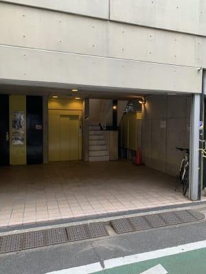このエレベーターお乗りください - MIBビル 602号室 レンタルスタジオ602号室の入口の写真