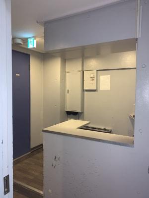 6階のロビーです。右手に空調、換気扇、室内電灯スイッチが左手には、トイレございます - MIBビル 602号室 レンタルスタジオ602号室の入口の写真