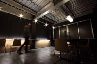 黒をベースとした隠れ家的スペース - 京烏 レンタルスペース、ギャラリーの室内の写真