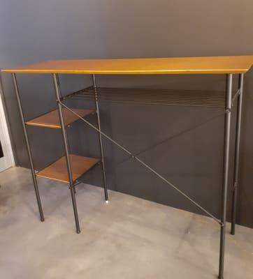 カウンターや展示台にも使えるテーブル - 京烏 レンタルスペース、ギャラリーの設備の写真