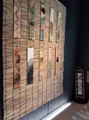 黒の壁面ですが簾をかける事で和風に - 京烏 レンタルスペース、ギャラリーの設備の写真