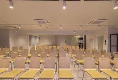 INBOUND LEAGUE セミナールームFUJI 100名の室内の写真