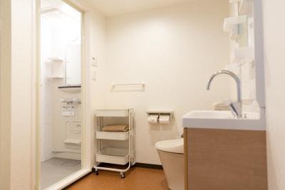 更衣室 - パーソナルジムReway 三軒茶屋レンタルスタジオの設備の写真