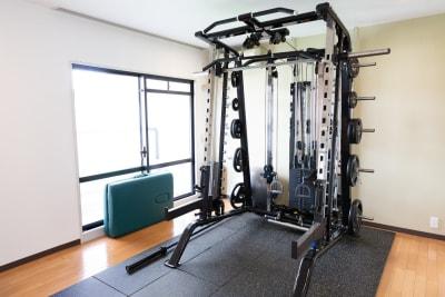 トレーニング設備 - パーソナルジムReway 三軒茶屋レンタルスタジオの室内の写真