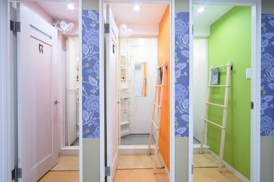 オプションでシャワールームもお使い頂けます - Feel Osaka Yu 【高速WiFi】パーティールームの室内の写真