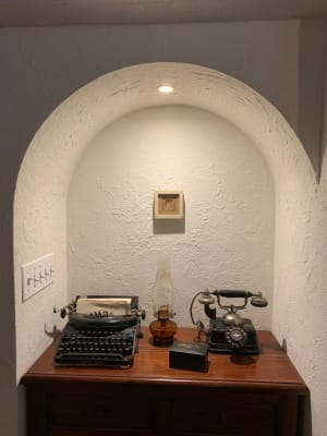 入り口近くのRです。アルコールランプ(オイル入ってます)は使っていて、小さな絵がかかっています。 - 千駄ヶ谷コートリー202号室 千駄ヶ谷のお洒落アパルトマンの室内の写真