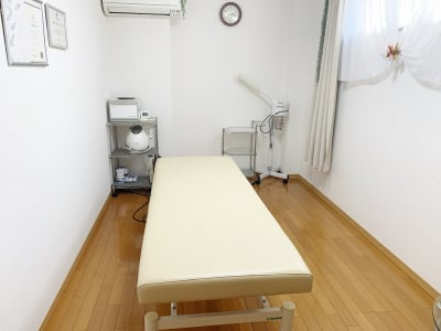 電動昇降ベッド常設 - レンタルサロン(エステルーム) エステルームの室内の写真