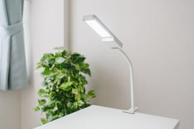 LED卓上ライト - ネイル専用サロンモンレーブ川崎店 Cブースの設備の写真