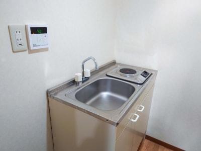 簡易キッチンでは簡単な調理が可能です - 熊谷駅前ベース パーティースペース【飲食可】の設備の写真