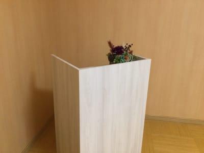 司会用カウンター用意しています - レンタルルーム 馬車道茶会室 会議室 瞑想 テレワークの室内の写真