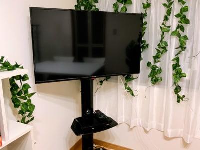 40インチTV、Blu-rayプレイヤー - レンタルスペース京橋 Meets京橋の設備の写真