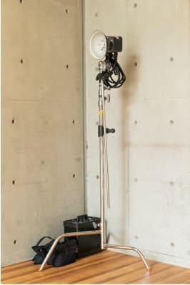 水天宮スタジオ ガラス張りの自然光の入るスタジオの設備の写真