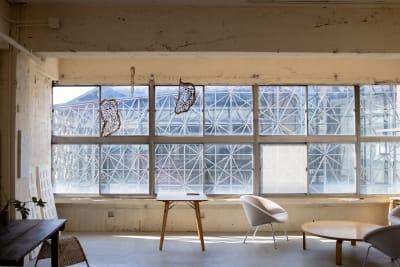 大きな窓 - CRAFT BRIDGE レンタルスペースの室内の写真