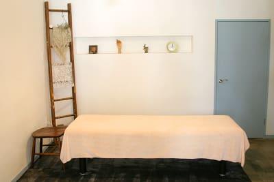 敷掛け兼用大判タオル(有料オプション) - 薬院のはこ レンタルサロン/レンタルスペースの室内の写真