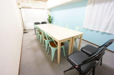 【ブリーグ会議室】 プロジェクタ無料の貸し会議室♪の室内の写真