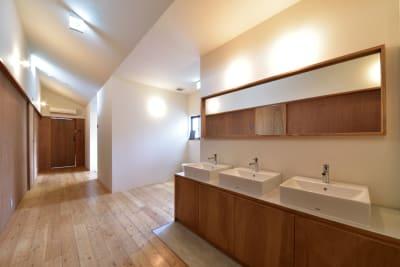 洗面台(2階) - みつわ屋 1階スペース&キッチン&屋上貸切の室内の写真
