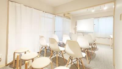 Drop by Kanayama 11/7OPEN!銀山町会議室の室内の写真