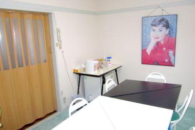 【桜新町】Tess レンタル教室 6名用半個室スペースの室内の写真