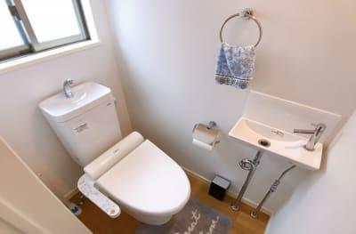 ウォシュレット付きトイレです。 - ルームス 多目的スペースの設備の写真