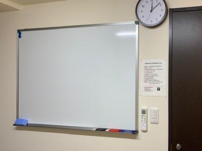 ホワイトボード - 埼玉カンファレンスセンター 【浦和:八千代ビル】106号室の設備の写真
