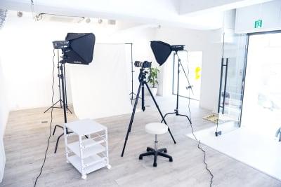 基本的な撮影機材完備 - スタジオゴーイングメリー 撮影スタジオの室内の写真