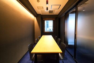 ニューショーヘイ会議室の室内の写真