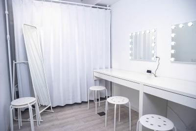 メイクルーム - スタジオゴーイングメリー 撮影スタジオの室内の写真