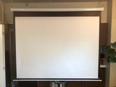 天吊式スクリーン - GOBLIN.目黒店 GH/AB 【GH】会議・セミナー・写真撮影の設備の写真