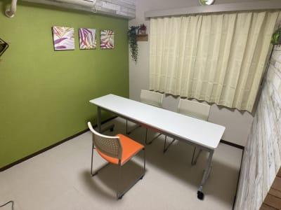レイアウトは自在に - 市川駅前としょかんのうらいちかわ 市川駅前レンタルスペース・会議室の室内の写真