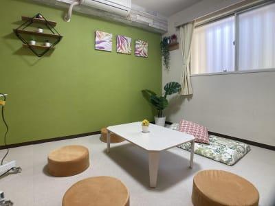 くつろげるスペース - 市川駅前としょかんのうらいちかわ 市川駅前レンタルスペース・会議室の室内の写真