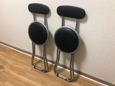予備椅子x2 普段は給湯器室に仕舞ってあります。 ご利用後は片付けて下さい。 - JK Room 上野駅前店 パーティースペースの室内の写真