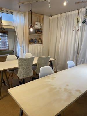 2台テーブルを設置した場合 - Tomorrow and Everyday Lotus Table Laboの室内の写真