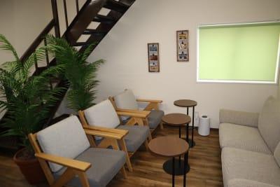 シェアオフィスippo 執務室 1~2人用の室内の写真