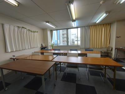 〈フロール天王寺〉 会議室、多目的スペースの室内の写真