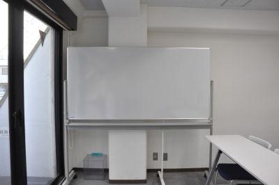 NATULUCK五反田西口駅前店 会議室の設備の写真