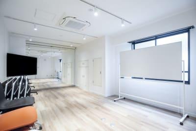 【メイプル】新宿1丁目  レッスンスペース 貸し会議室 Bの室内の写真