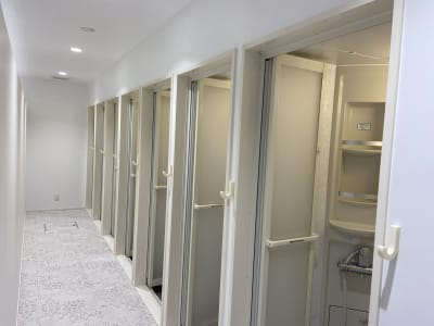 シャワールーム全11室 - レンタルフィットネススタジオ レンタルスタジオの設備の写真