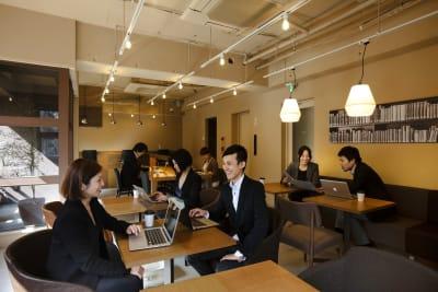 【テーブルを配置したレイアウト例】 - LEAGUE銀座 イベントスペ―スの室内の写真