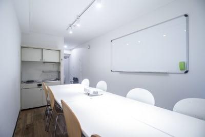 【メイプル】新宿タカシマヤ前第2 レッスンスペース・貸し会議室の室内の写真