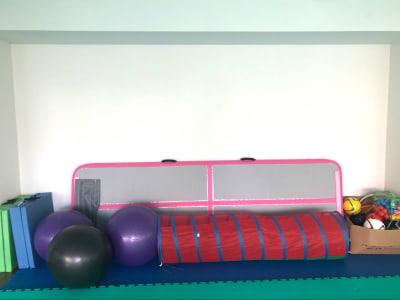 トランポリンマット・バランスボール・卓球台etc...*全て無料 - 親子サロン-LaPark- 和室プレイルームの設備の写真