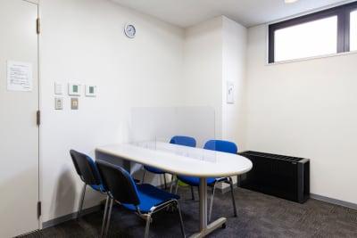 施設の待合室です。 ミーティングなどにご使用ください。 - 天しもスタジオ 【防音室】Bスタジオの室内の写真