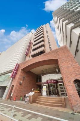 フロント(2階)でお手続きをお願いいたします - ホテルウィング名古屋 1階 会議室3の外観の写真