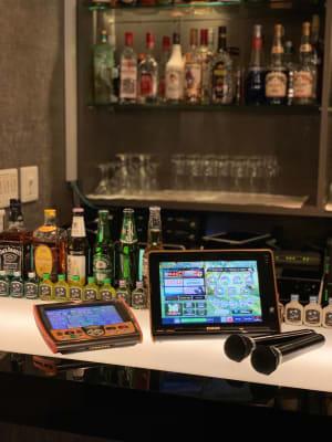 最新カラオケLIVE DAM STADIUM 無線マイク4本 - Bar B-LUCK BERRY 各種イベント会場の設備の写真