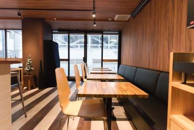 レイアウトの変更はご自由に可能 - Feel Osaka Yu ホテルの1Fカフェスペースの室内の写真