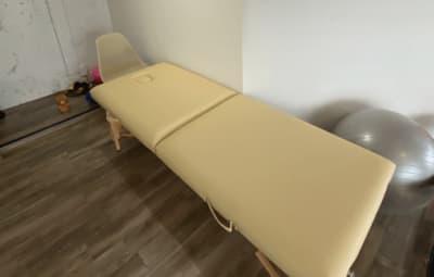 施術ベットあり - 女性専用プライベートジムYuga Yugaシェアサロンの室内の写真