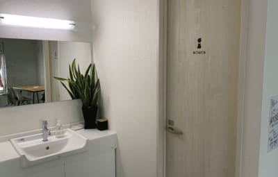 お手洗いは2つ完備 - 女性専用プライベートジムYuga Yugaシェアサロンの室内の写真