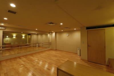 少人数でのヨガなどに最適 - 恵比寿カルフール スタジオの室内の写真